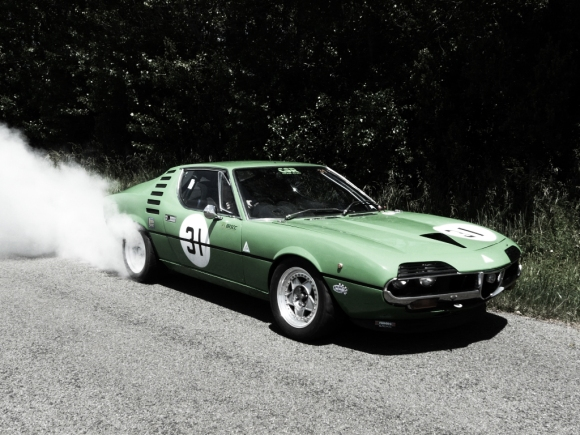 alfa-romeo-montreal-smoking-tires
