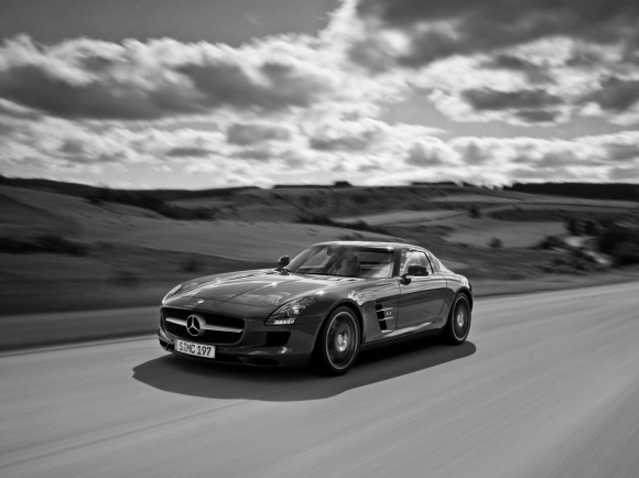 Mercedes_Benz_SLS_Gullwing_1