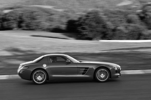 Mercedes_Benz_SLS_Gullwing_2