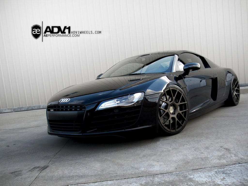 a sinister Audi R8.