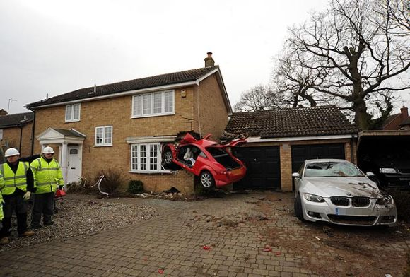 audi-tt-crash-house-1