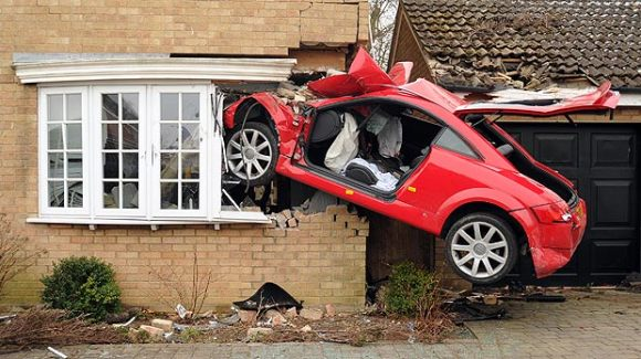 audi-tt-crash-house