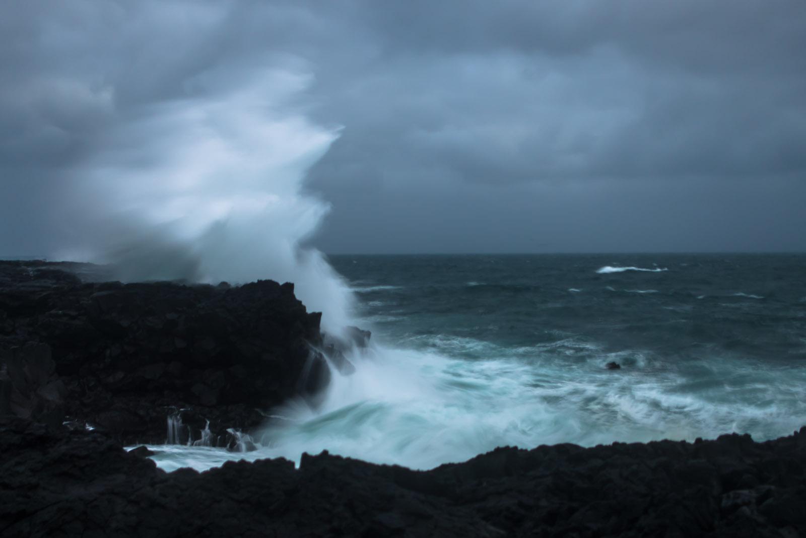 crashing waves | IEDEI