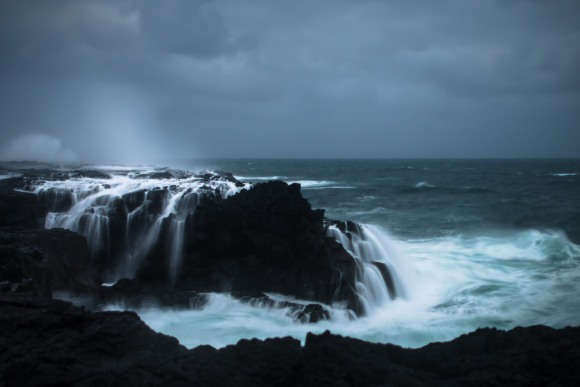 crashing-waves-iceland-02