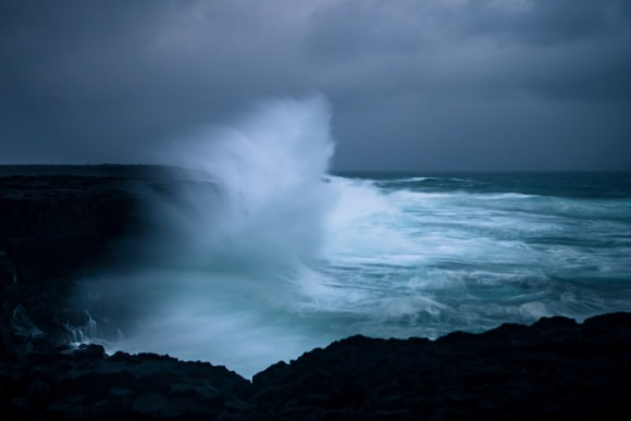 crashing-waves-iceland-06