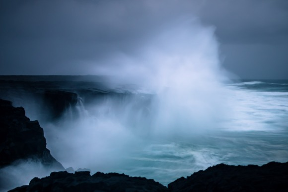 crashing-waves-iceland-08